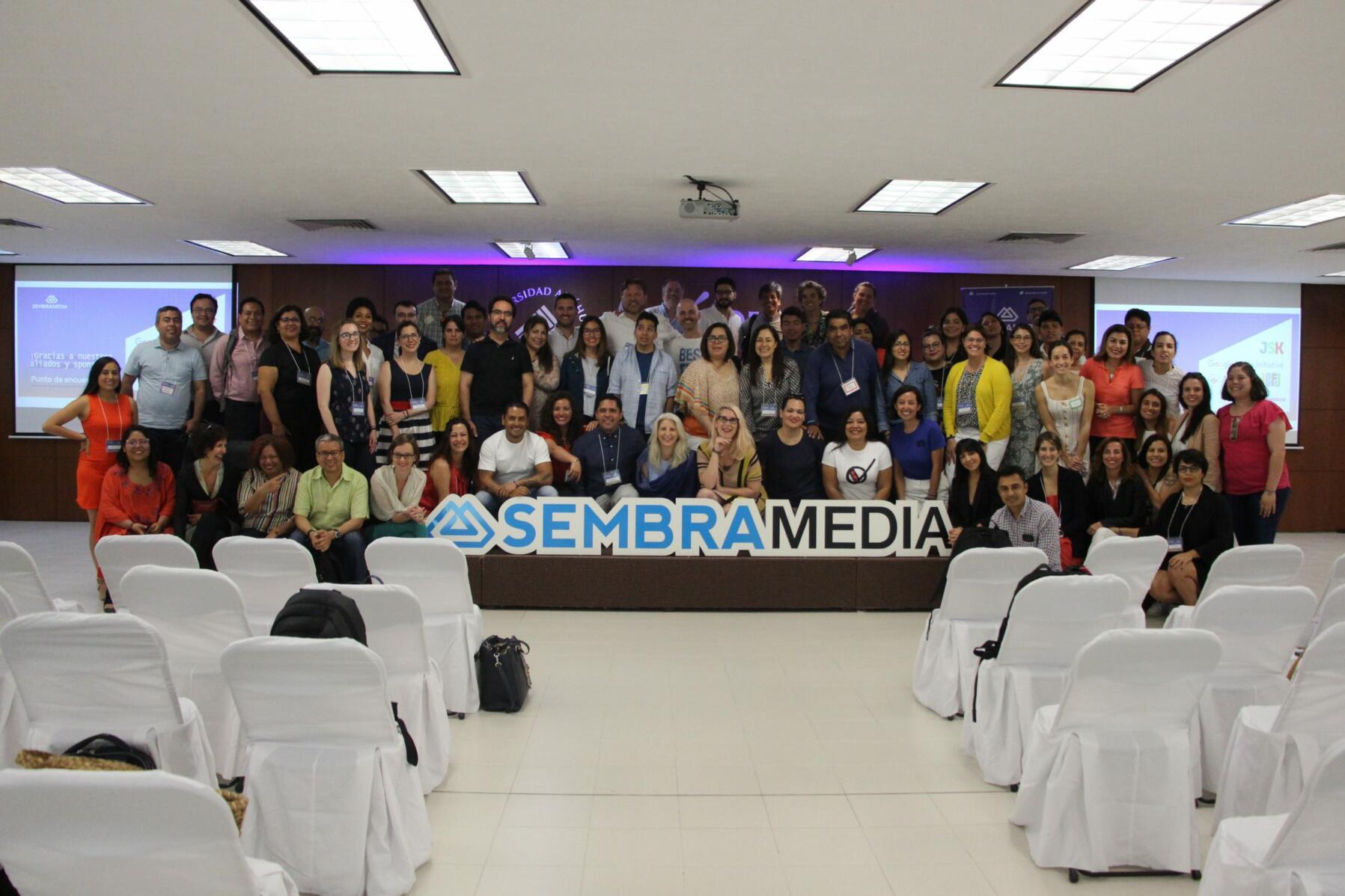 """Participantes en el """"Punto de encuentro"""", evento organizado por Sembramedia (Foto cortesía de Sembramedia)"""